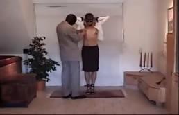 Bionda trattata come una schiava sessuale