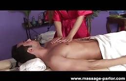 Massaggio erotico con una puttana mora