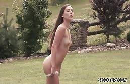 Mignotta affamata si masturba la figa stretta