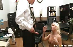 Segrataria sexy scopata da un poliziotto