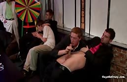 Serata in club si trasforma in una orgia bollente