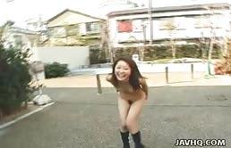 Sesso in pubblico con una troietta asiatica svergognata