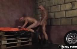 Sesso anale tra due pelati gay