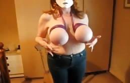 Baldracca mascherata dalle tette grosse legate