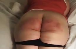 Matura perversa si fa arrossire il culo grosso