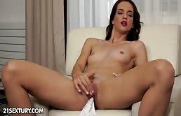 Masturbazione vaginale con una zoccola ingorda