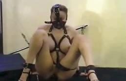Masturbazione hard con una puttana scatenata